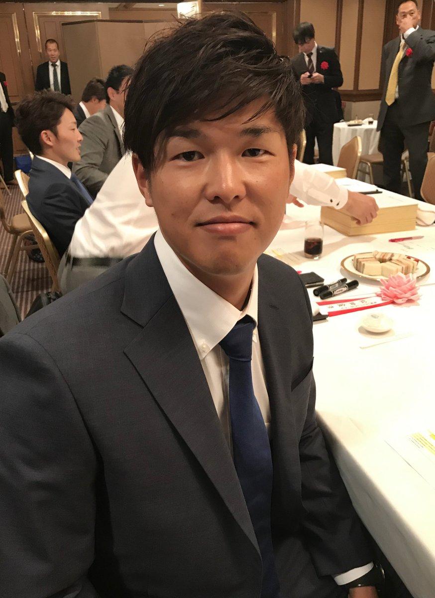 三井ゴールデン・グラブ賞の表彰式を前に緊張している中村選手です。(広報) #chibalotte