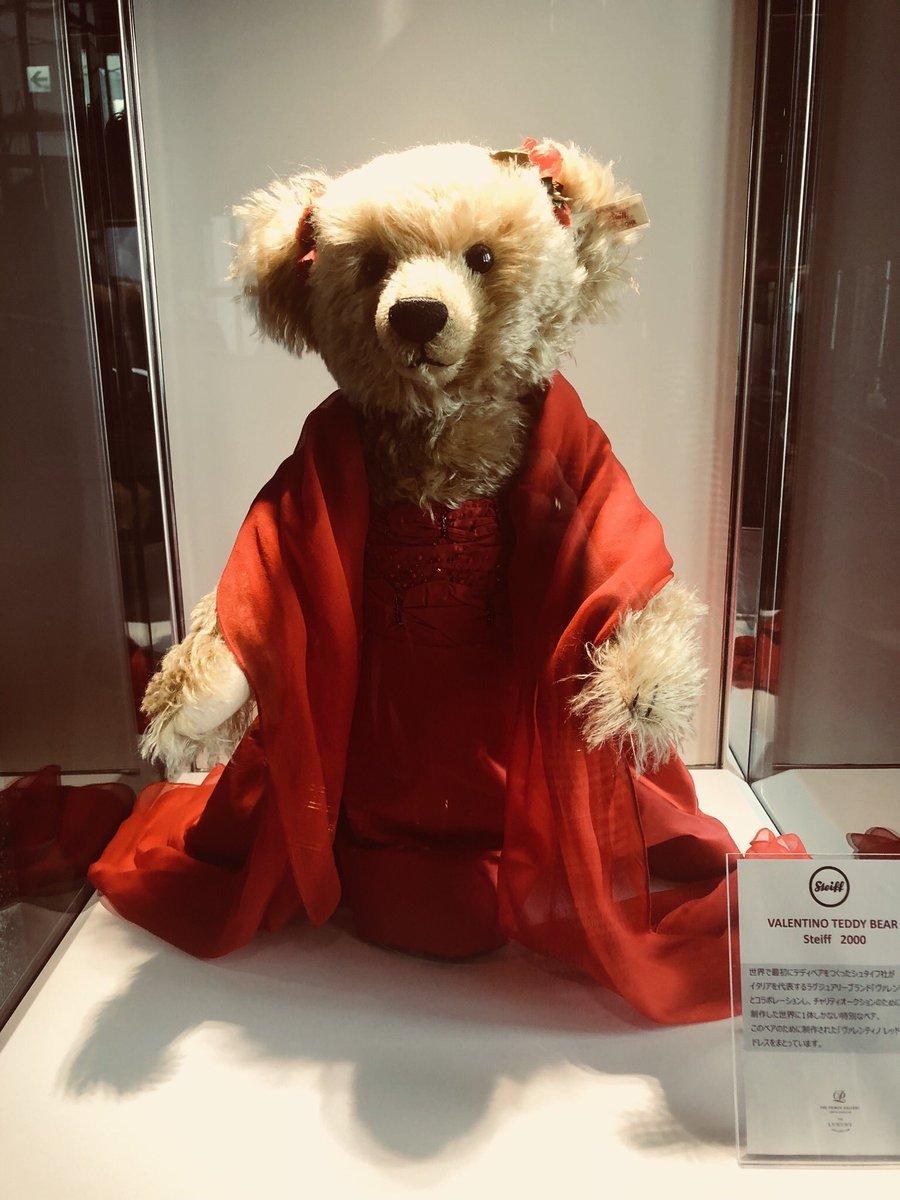 ヴァレンチノを着たテディベア。世界でただ一体のセレブベアが、来日中。#teddybear #valentino #theprincegallerytokyokioicho pic.twitter.com/fLApoloX2f