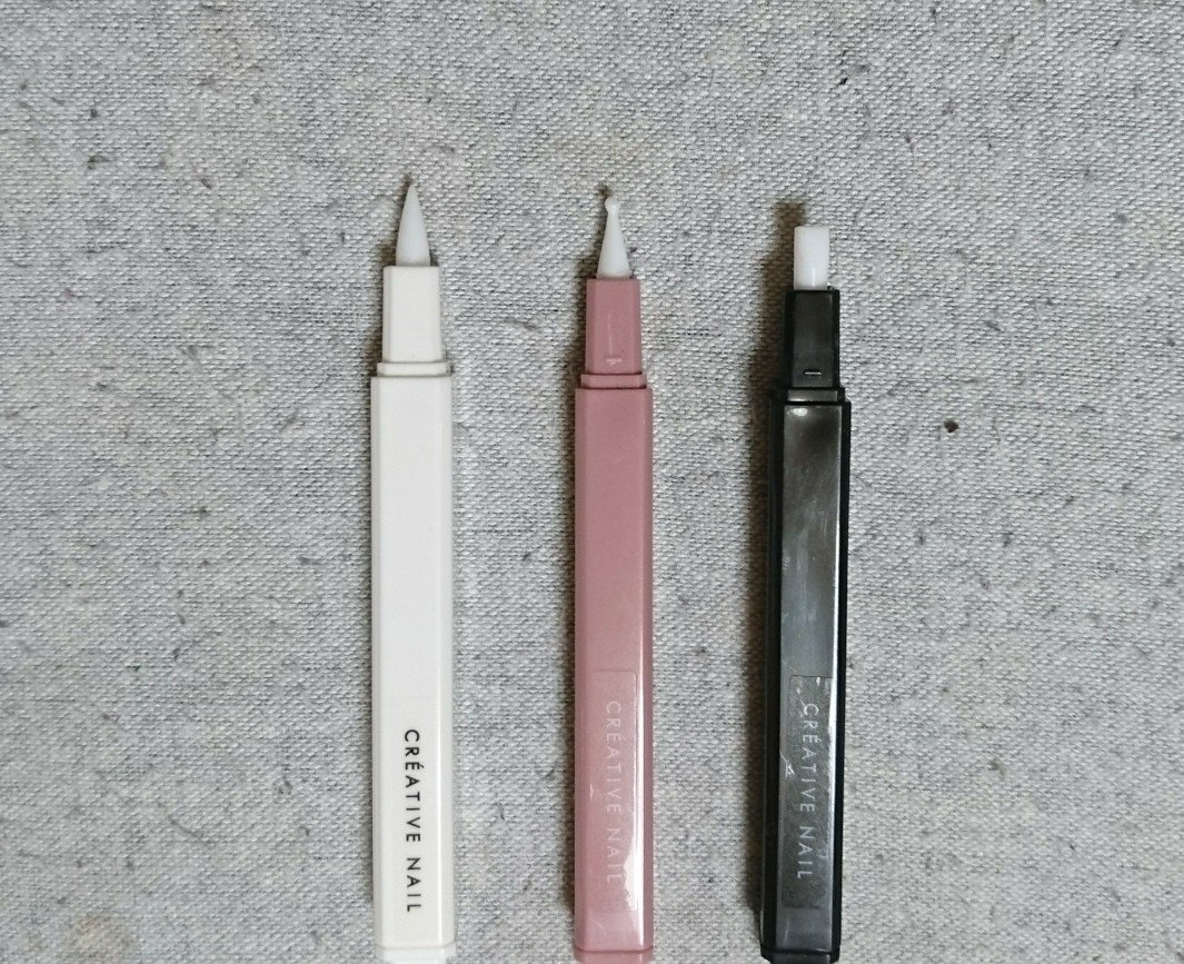 test ツイッターメディア - そしてシリコン製品がやたら出てた! 先端、ドット、平筆。色はそれぞれ白、ピンク、黒だったのでイロチで購入。ドットは先がクニャクニャしすぎて「大丈夫?」って感じです。全体的にシリコン製品にしては柔らかめです。キャップつきなのが嬉しい?? #キャンドゥ #ほぼ100均ネイル #100均パトロール https://t.co/FQFD4RNJAF