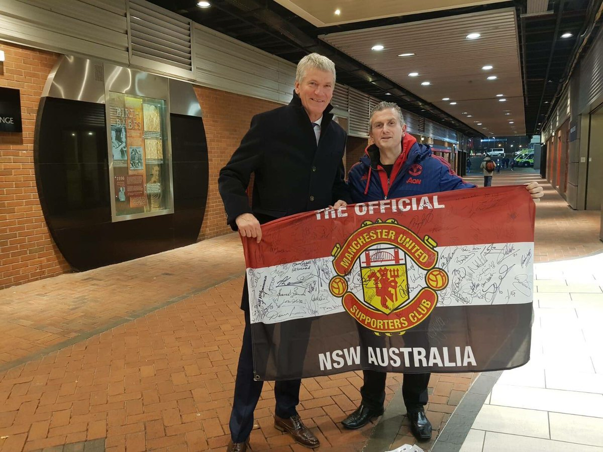 Our chairman Mark discussing United's trip to Perth with David Gill #mufc #MUFCinPerth #ManUtdNSW 🇾🇪 https://t.co/saTk1i8Hmo
