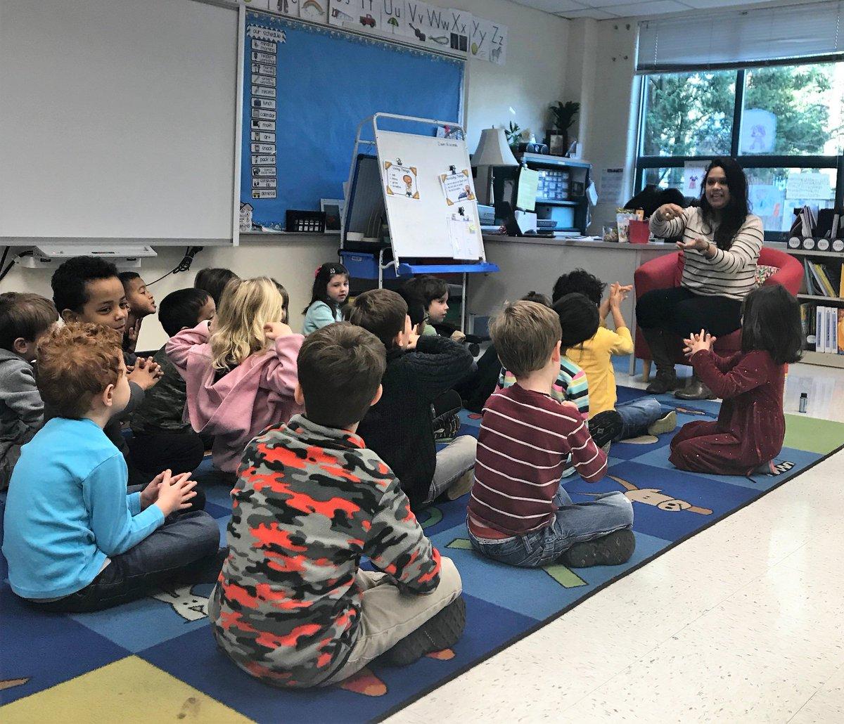 School Health demonstrates hand washing in a Kindergarten Classroom ! ✋🤚 <a target='_blank' href='http://twitter.com/APSVirginia'>@APSVirginia</a> <a target='_blank' href='https://t.co/F1hUMzebxs'>https://t.co/F1hUMzebxs</a>