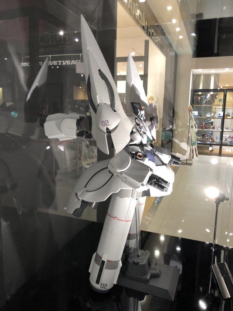 ガンダムベース東京に機動戦士ガンダムNTの『Ⅱネオ・ジオング』展示されてます。