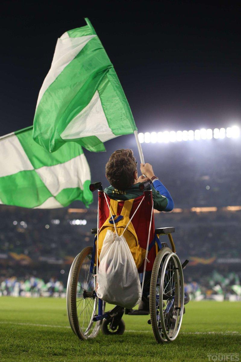 More than football... Más que fútbol... 🙌🏼💚 #Respect #Passion #EuropaLeague #BenitoVillamarin 📸 @tquifes