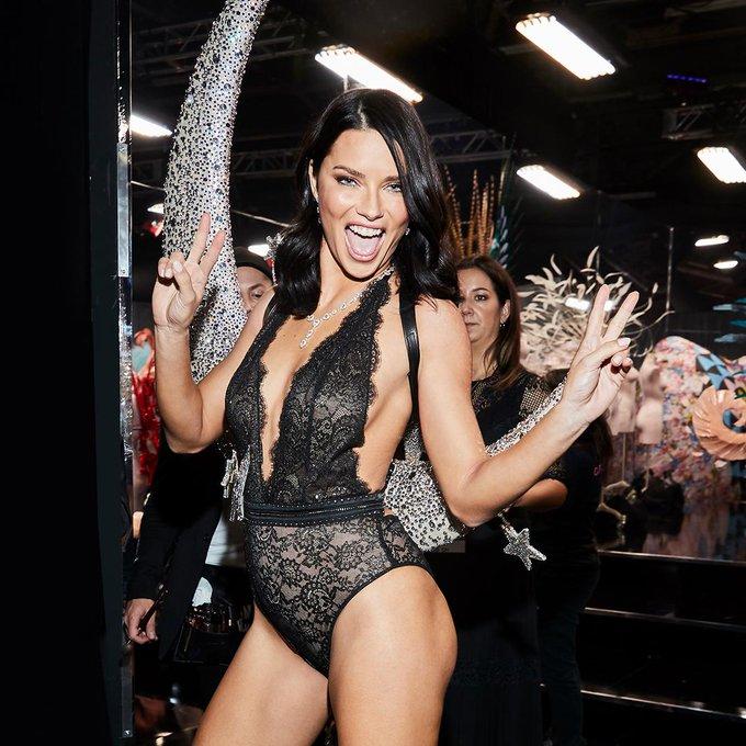 Victoria's Secret Fashion Show  DtNKv_QWoAAc_go