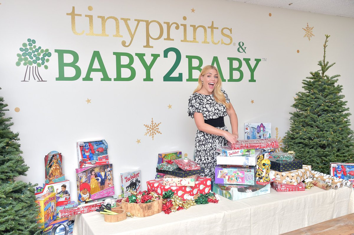 We're excited to announce our annual @TinyPrints & @baby2baby Holiday Card Collection is available! Our Angel @BusyPhilipps designed these beautiful cards that give back to the Baby2Baby kids. 💚💚💚https://t.co/hesdZztPps https://t.co/Gc9CpT00wA