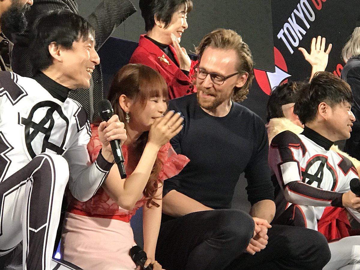 むりむりむりトムヒと目があうとかなにこれ破裂するトムヒがとなりでしゃがんでるロキたん!!!ほあ!ほああああ #東京コミコン