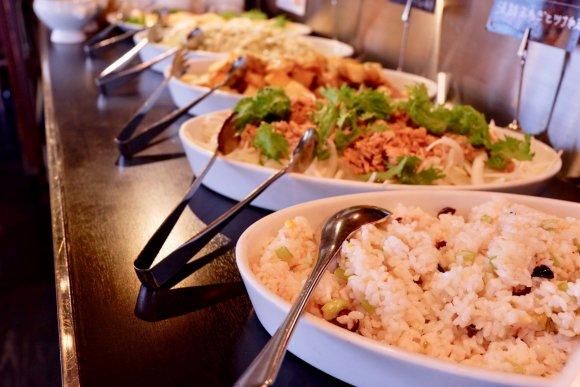 神戸・三宮の『神戸イタリアン&ワイン クレイド』では、産地直送野菜の食べ放題付きのランチがなんと1000円から!スープやパン、ピザ、スムージー、ソフトドリンクなども食べ放題&飲み放題!コレだけだも大満足なのに、インスタ割引で100円引きとは・・・!⇒ #メシコレ