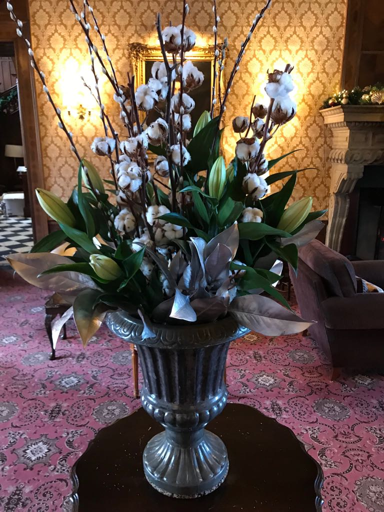 Moutan On Twitter Love How Cotton Stems Instantly Make An Arrangement Feel Christmassy The House Flowers Tylneyhall This Week Christmasiscoming Luxuryhotel Seasonalflowers Https T Co Mcsz8uxxhv