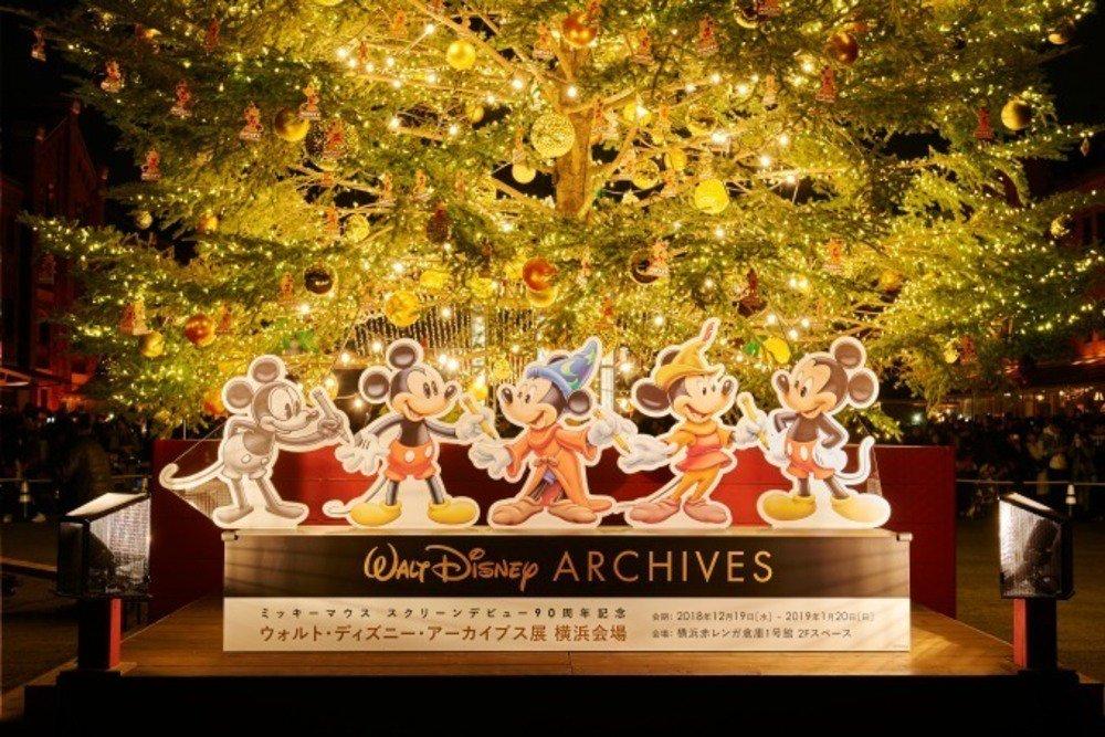 「ウォルト・ディズニー・アーカイブス展」横浜・赤レンガ倉庫で開催、日本初含む約420点の衣裳や写真&巨大クリスマスツリーも -