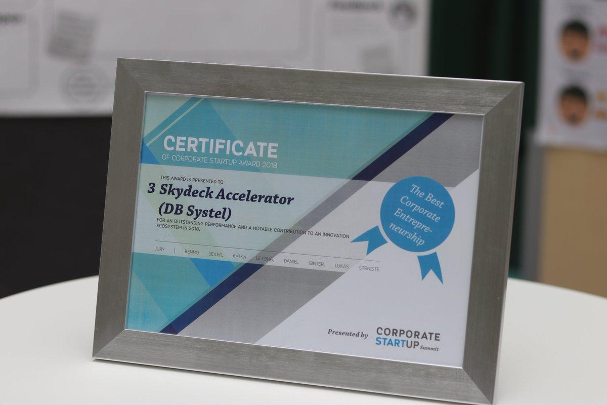 Bereits zum zweiten Mal wurde das @DB_Skydeck zum drittbesten #Corporate #Entrepreneurship ausgezeichnet. Das Zertifikat wurde von @CStartupSummit beim Corporate Start Up Award 2018 in Zürich überreicht. Wir freuen uns sehr darüber!