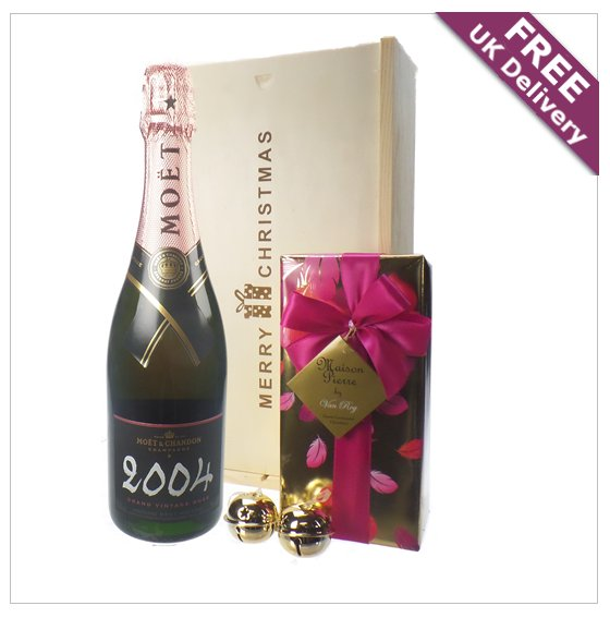 Our Champagne and Chocolates are all delivered in excellent Merry Christmas gift boxes. Get Christmas all sorted this year! https://goo.gl/AhPpEy ...