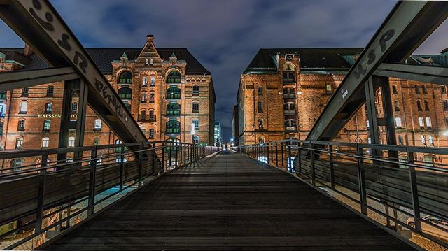 🌉An Amazing Bridge View from Hamburg🇩🇪 #lights #eveninglight #travelphotography #architecture #architecturephotography #europetravel #europe #europebrides #bridge #hamburg #hamburg_de #germany #germanytourism #vintage #vintagestyle