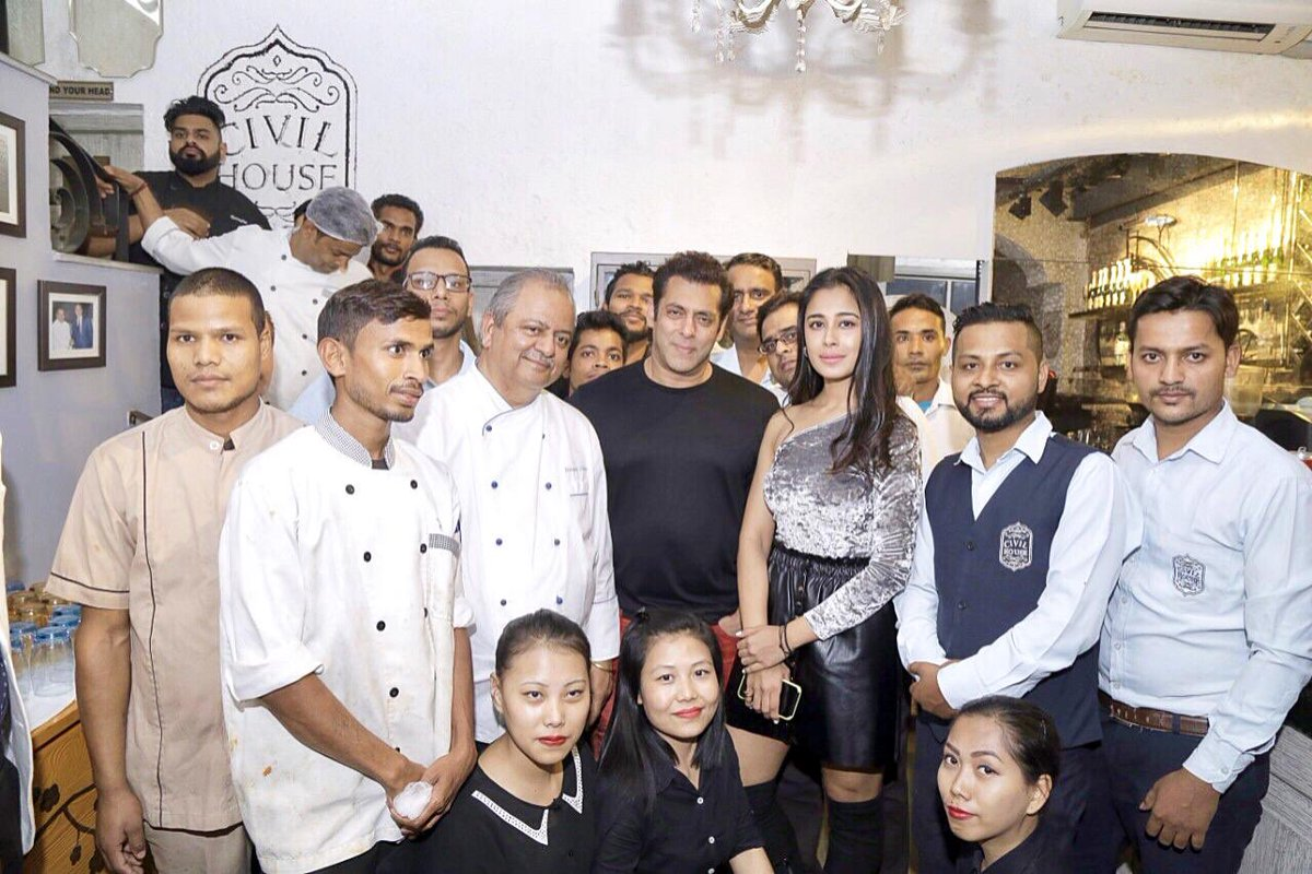 Delhi sched ka Rap party of #bharat at #civilhouse #khanmarket so the whle cast n crew was thr. Every 1 enjoyed the place n food was amazing.. had a gr8 time.  #civilhousebyhemantoberoibyhemantoberoi