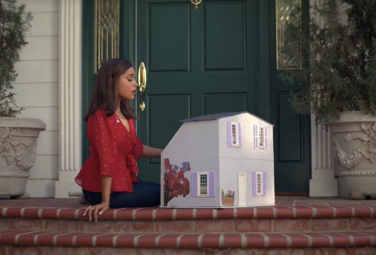 Real quick shout out to dollhouses, the unsung MVPs of 2018.