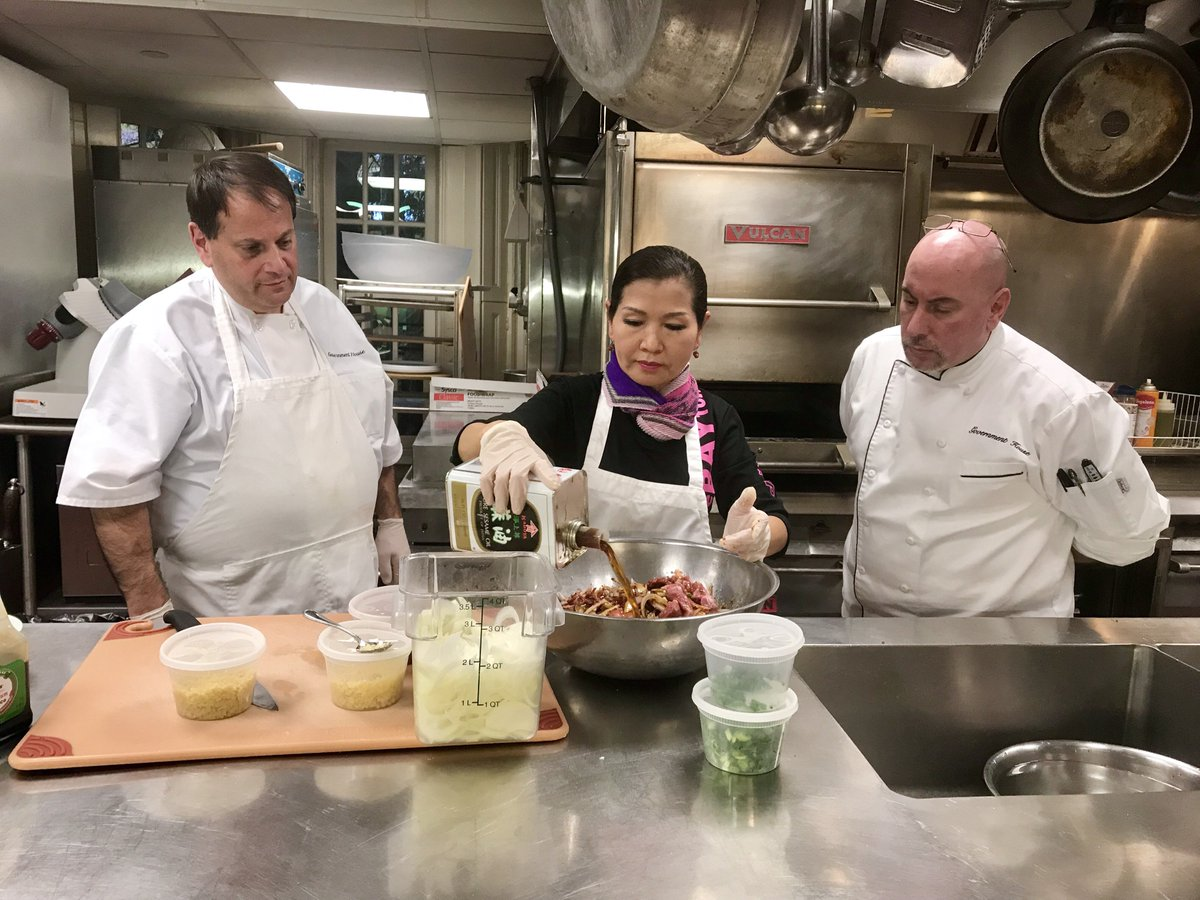 Last night, First Lady Yumi Hogan taught new Government House Chefs Mike and Phil how to cook her popular Korean dish - Spicy Pork Bulgogi with Cucumber Salad. Watch episode 1 of Yumi Cooks! where the First Lady shared her recipe for Beef Bulgogi => https://t.co/e9DSeXHhZW https://t.co/XOUS9nQPnf