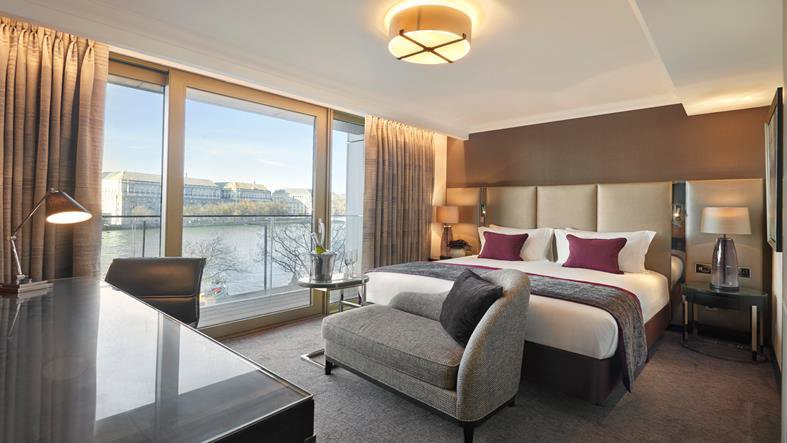 We like the bedrooms with river views at the brand new @crowneplazaldn  #vsukvisits #newlondonhotels #londonhotelwithriverview