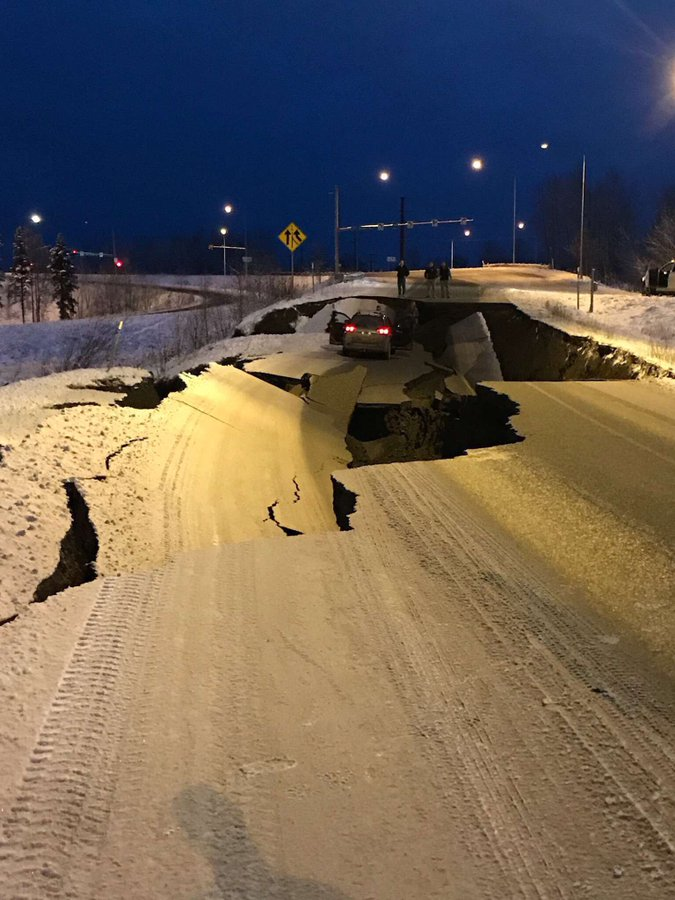Les images impressionnantes du puissant séisme qui a secoué l'Alaska DtRNYvzXoAU2Xc1?format=jpg&name=900x900