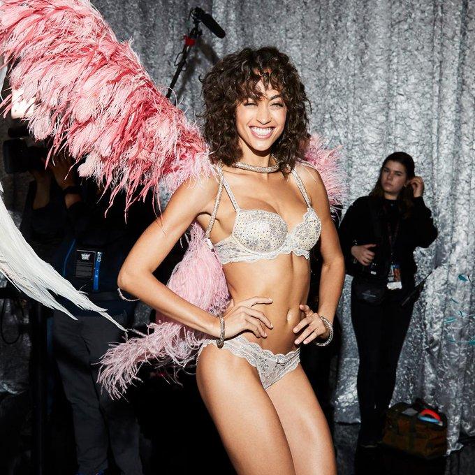 Victoria's Secret Fashion Show  DtRqB_JXcAAJBiU