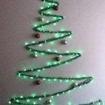 こんなクリスマスツリーはいかが??壁を利用したツリーが流行っている!