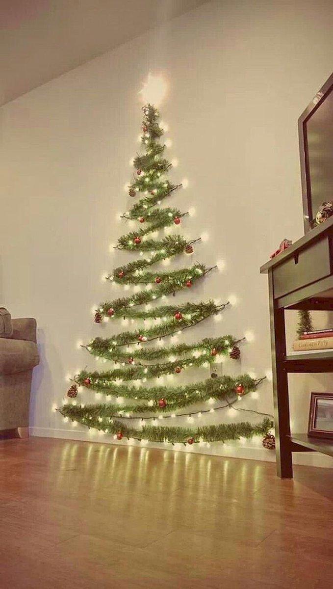 こんなクリスマスツリーはいかが??壁を利用したツリーが流行っている!!