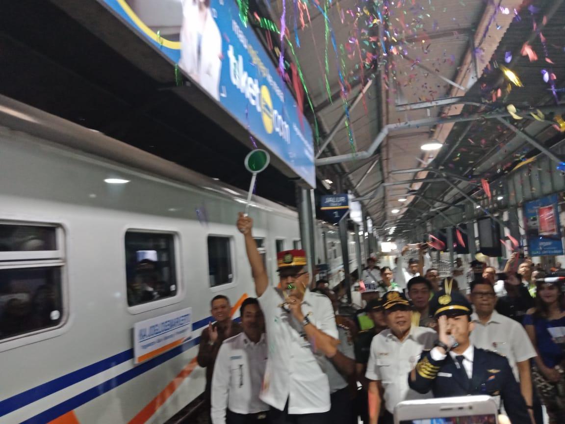 Kereta Api Indonesia On Twitter Sementara Di Stasiun