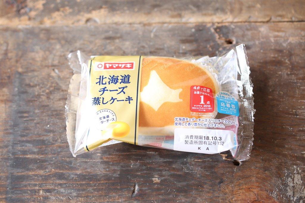 みんな大好き「北海道チーズ蒸しケーキ」でフレンチトースト作ると、けしからん食べ物になるで卵1個+牛乳50ccで作った卵液に浸してじっくり焼くのみふるっふるプリンみたいになって最高オブ最高…アイスのっけて食べるのも完全に正解こたつでぬくぬくしながら食べたい