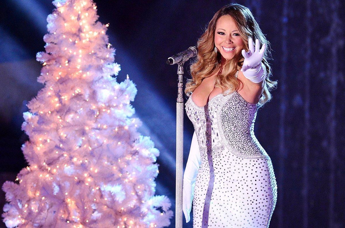 Taylor Swift, Mariah Carey, Greatest Showman & more epic Christmas light displays blbrd.cm/7abcHf