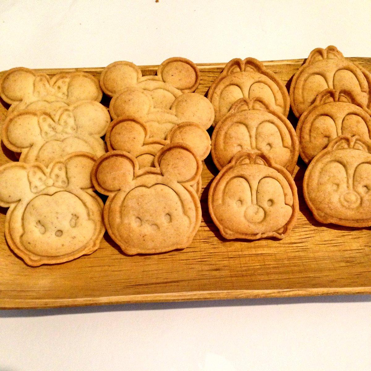 test ツイッターメディア - 今日実家に持って行ったクッキー。 ミニーちゃんが一番抜きやすかった。 チップとデールはちゃんと鼻の形が違っている。  もう少し抜きやすいレシピにしても良いかな。  #100均   #セリア  #クッキー  #ツムツム https://t.co/STnakaKMHt