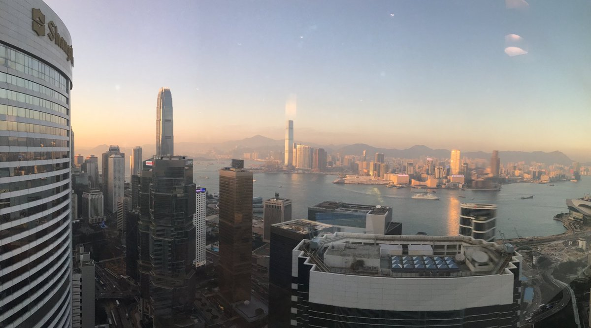 Arrived #HKG on #BA31. 30 hours here so whirlwind tour of #HongKong and starting at #VictoriaPeak pic.twitter.com/HXIidQYMys