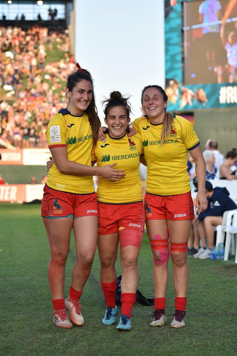 Feliz de compartir mi pasión con estas sisters 😊  Grandes personas, grandes jugadoras.   Os recomiendo conocer su historia en el reportaje de World Rugby  https://www.world.rugby/sevens-series/news/383292…  #rugbysisters #rugbyPASSION #leonas🦁
