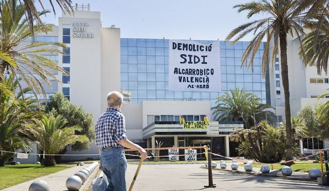 El Gobierno permite al BBVA y Caixabank reabrir un hotel de lujo en El  Saler 19a01336de7