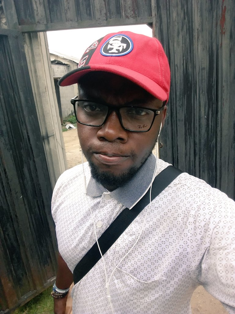 Drop your pics below with you on glasses if you from Okirika let us know ourselves n also follow everybody who likes r RT. #maqsvintage @maqs_vintage @Hello_PHC @AskPHPeople @phsabithetin @BelieveAllCom @TWEETEST_BOI @BomzyFibbs #Saturdayareforweddings #Saturdayfunday