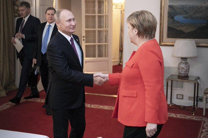 Bundeskanzlerin Merkel und Russlands Präsident Putin bei G20 in Argentinien.