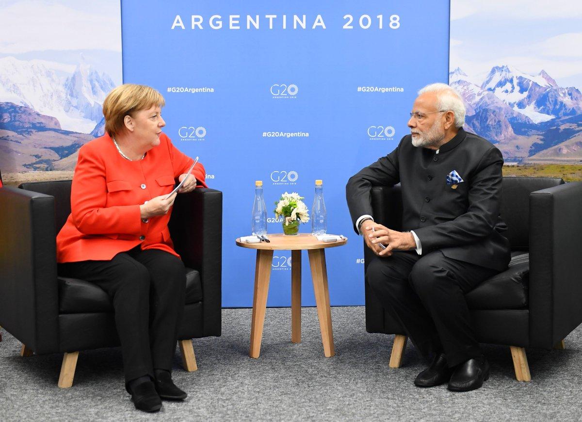 Bundeskanzlerin Merkel und ich trafen uns in Buenos Aires,wo wir über das gesamte Spektrum der Beziehungen zwischen Indien & Deutschland gesprochen haben.Unsere Länder arbeiten zum Wohle unserer Bürger umfassend zusammen & arbeiten gemeinsam für den Weltfrieden und die Stabilität