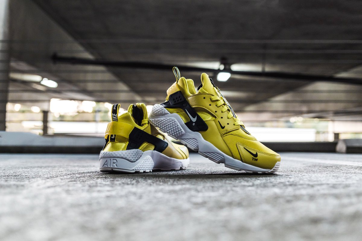 new product b1ce9 2daba The Nike Air Huarache Run Premium Zip features leather textiles on the upper,  a Nike Sportswear pull tab,   a zip closure.