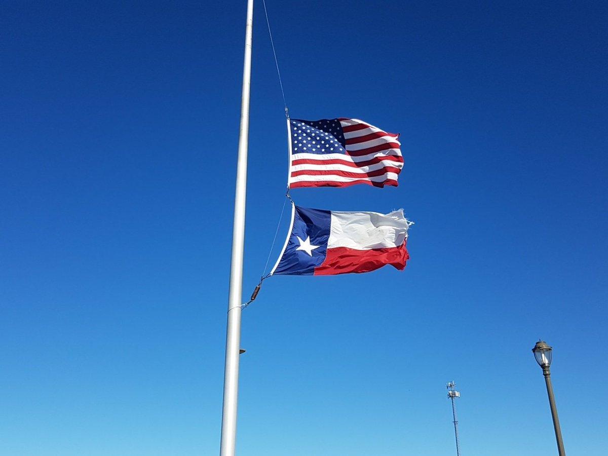Nach dem Tod von George Bush wehen die Flaggen in #Texas auf Halbmast #GeorgeHWBush