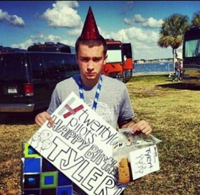 Happy Birthday Tyler Joseph thank you for all that you do you have helped so many people !