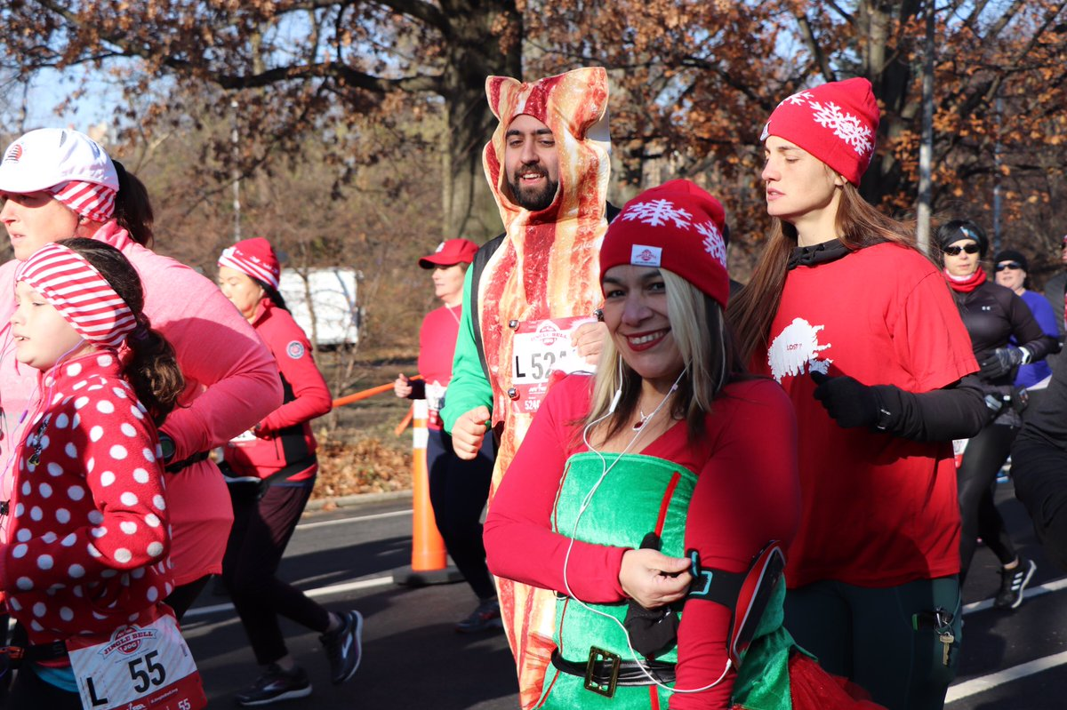Runners had a blast and an amazing kickoff to the holidays 🎄 🎅🏻with today's #JingleBellJog 5K at @prospect_park! Send a little cheer these runners' way.