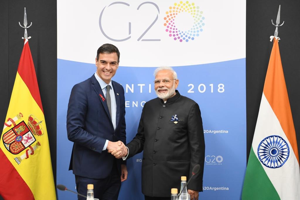Prime Ministers of India and Spain met in Buenos Aires today and discussed strengthening the excellent India Spain bilateral relations, collaboration in @makeinindia, urban development and cultural cooperation @MEAIndia @MAECgob @EmbEspIndia @Spain_India