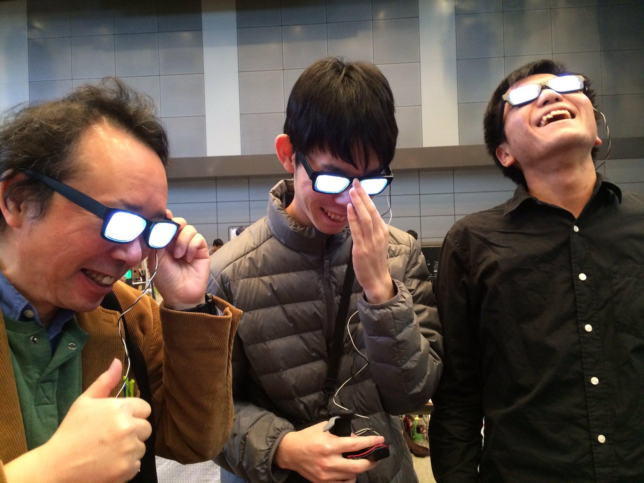 企んでいるときの光るメガネ