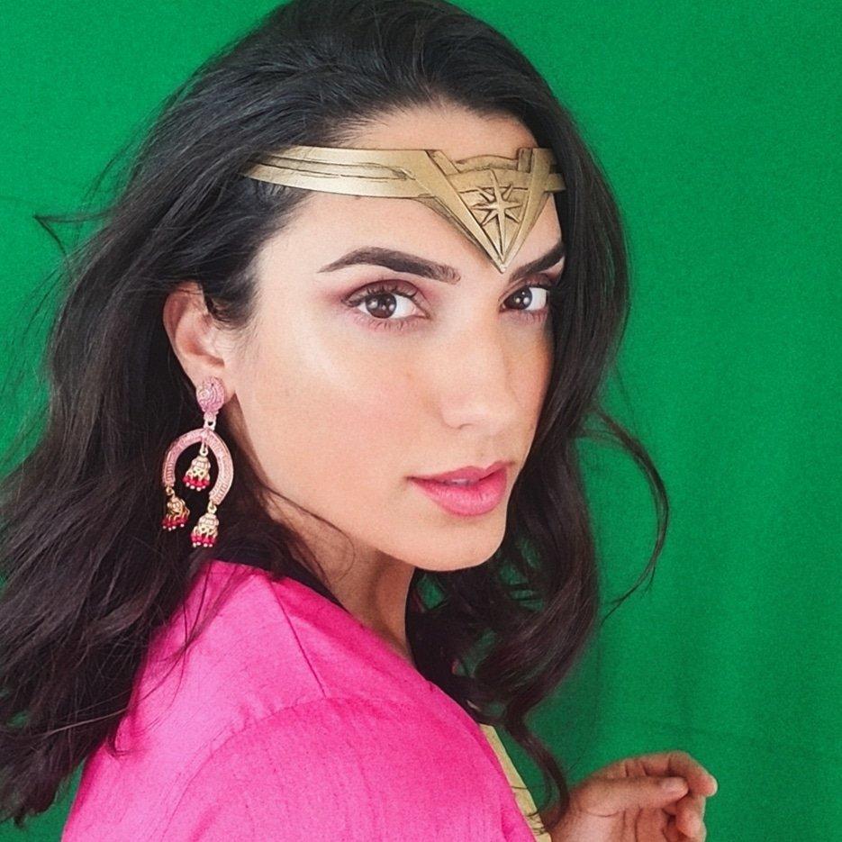 Wonder Woman in Pink! 💗💗💗 @PattyJenks @GalGadot @WonderWomanFilm @DCComics @justiceleaguewb #wonderwoman #galgadot #wonderwoman1984 #wonderwomanfilm #ww84