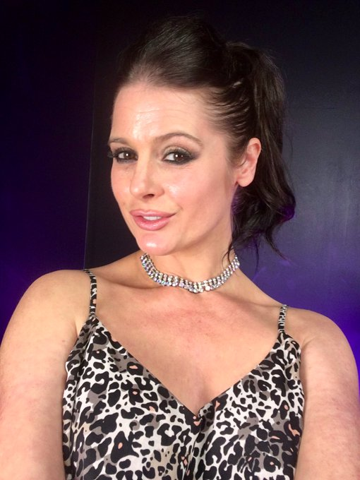 Getting ready for cougar action on ch923 xxx https://t.co/kZGLgxl1fx