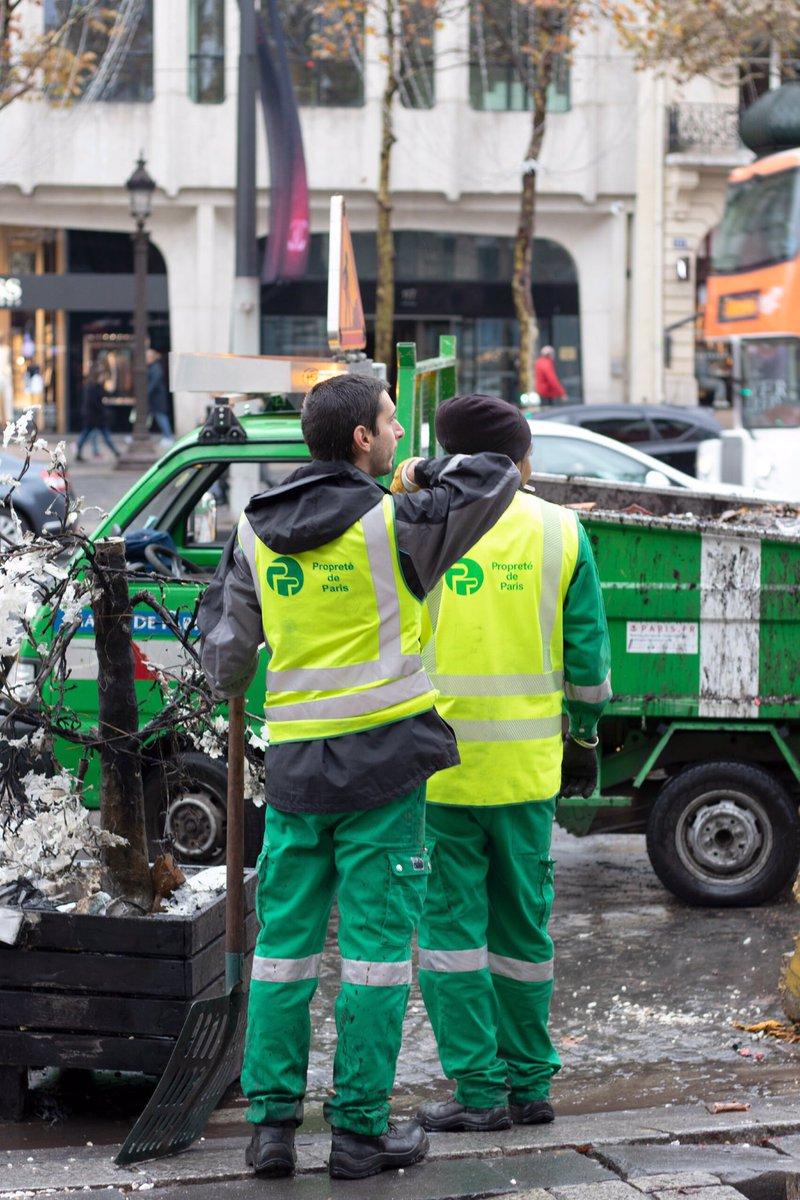 Courage aux vrais #GiletsJaunes de la Mairie de Paris qui vont devoir nettoyer les dégâts du #1erDecembre