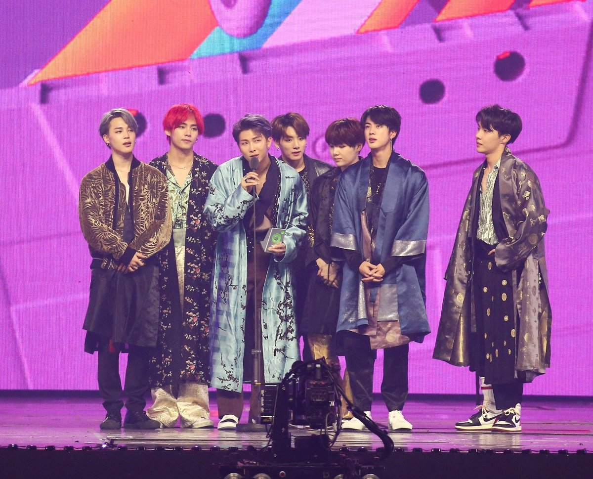 "purpleU в Twitter: ""오늘은 한복소년단 방탄한복 연말이 좋은 이유 #BTS @BTS_twt #방탄소년단_7관왕_축하해… """