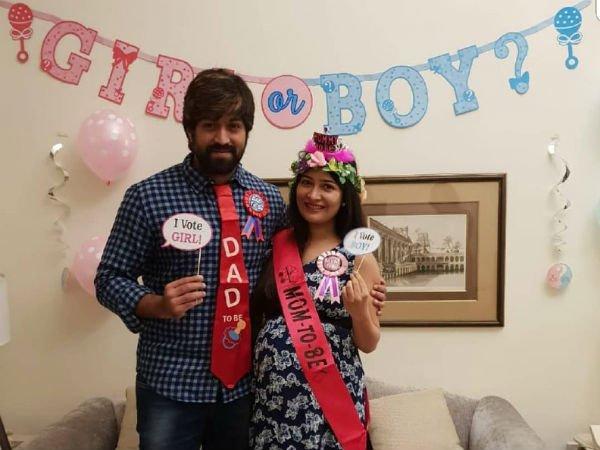 Congrats #RockingCouple  #PrincessRadika@NimmaYash @RadhikaPandit7  @vkbrand2018 @YashFCpic.twitter.com/GaiHc3671S