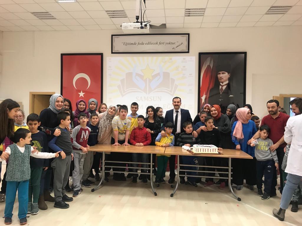 Samsun على تويتر Münevver Ayaşlı Yurdu öğrencileri 3 Aralık Dünya
