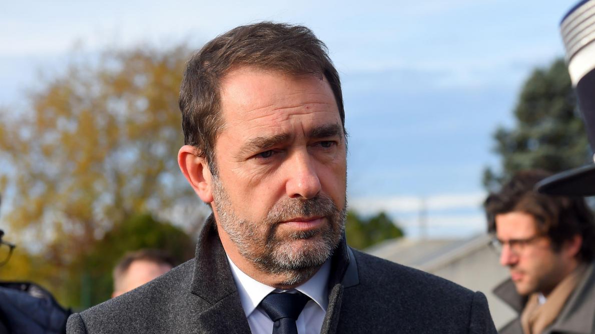 gilets jaunes le ministre de lintrieur franais nexclut pas dinstaurer ltat durgence vido