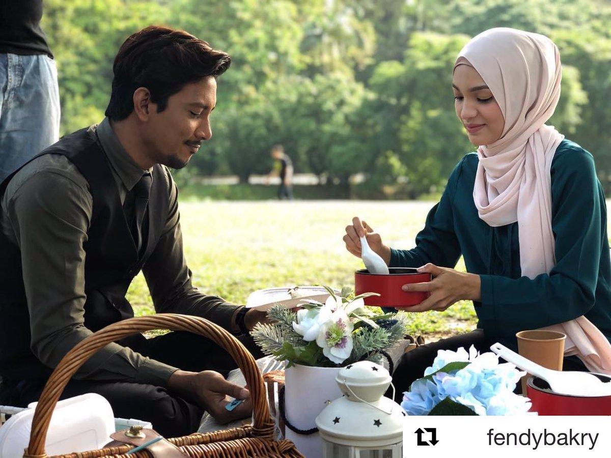 Haih bestnya kalau dapat picnic petang petang gini 😍 Apa menu utama wajib kena ada bila korang pergi picnic? #MeleTOP . Repost @fendybakry_