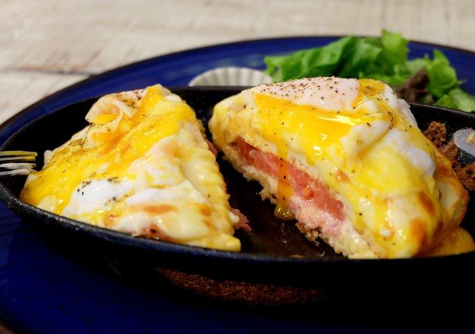 国立にある『D-Lounge』は、オシャレで安らぎのあるカフェ。ここで食べたいのはチーズの焦げ目がたまらないクロックマダムパンケーキ。しっとり熱々のパンケーキ、ホワイトソースと半熟卵からあふれだす黄身がたまらないーーっ!⇒ #メシコレ