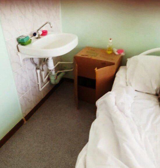 В одной из больниц Волгоградской области в палатах поставили картонные коробки вместо тумбочек. Администрация области объяснила, с чем это связано   https://t.co/dsY4MSHEHH